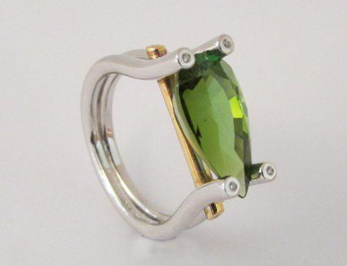 Anelli con smeraldo o zaffiro