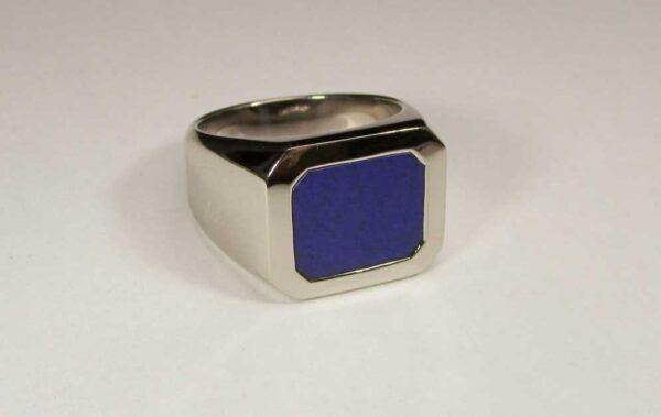 Anello con Lapis Lazuli in oro bianco 18 karati