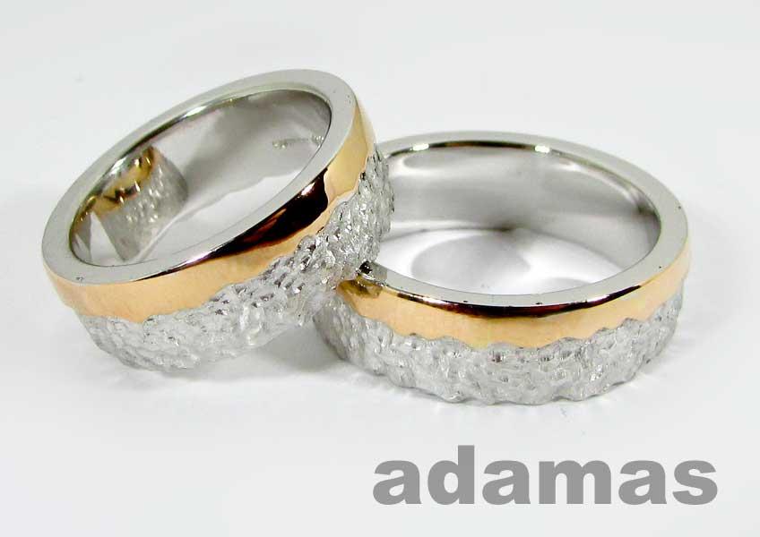 Un paio di Fedi matrimoniali oro rosso e bianco