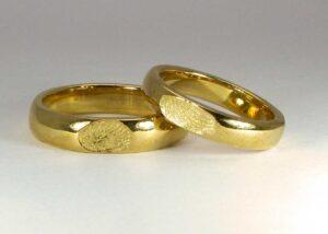 Fedi create con le vostre impronte in oro giallo o oro bianco 18 karati o in argento