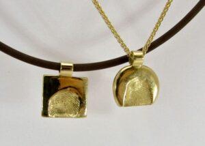 ciondoli con impronta digitale oro giallo 18 karati. creato da adamas oreficeria e gioielleria a locarno