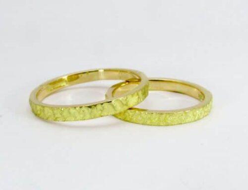 Fedi oro giallo 18 karati rough nature creati da adamas locarno