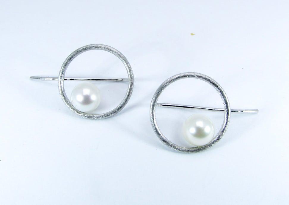 Orecchini-pendenti-con-perle-adamas-locarno-1290-48