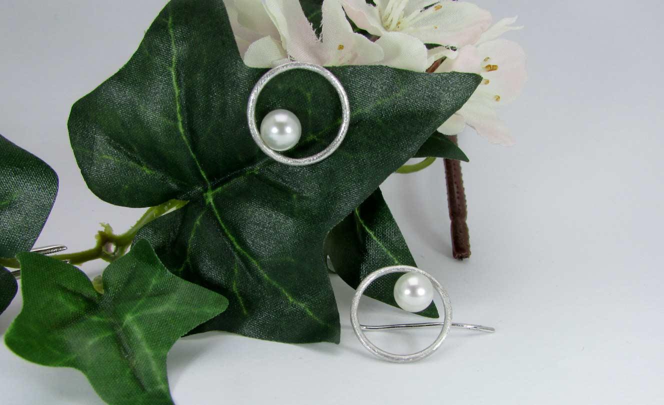 Orecchini-pendenti-con-perle-adamas-locarno