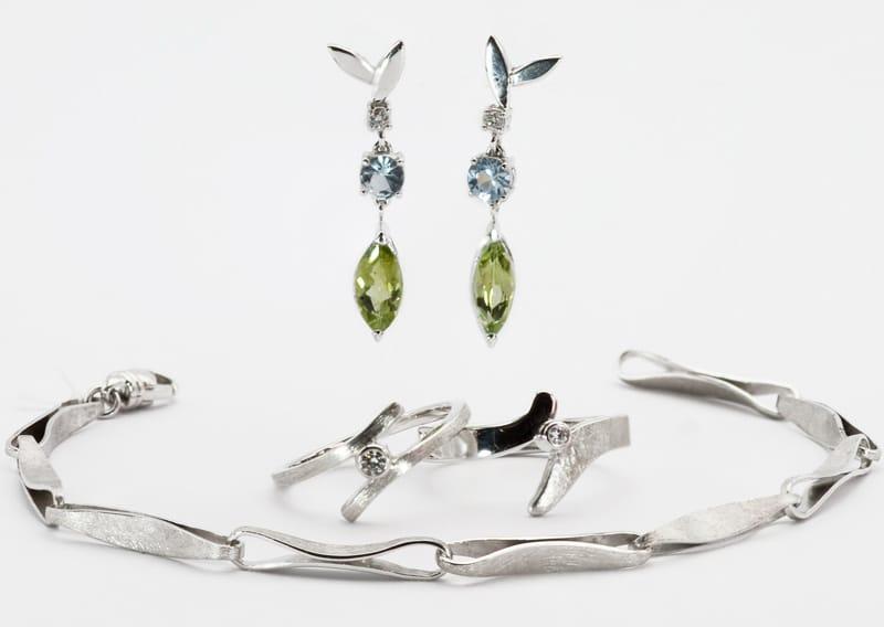 Anelli oro 18 karati con smeraldo e zaffiro e brillanti - creati dalla gioielleria adamas