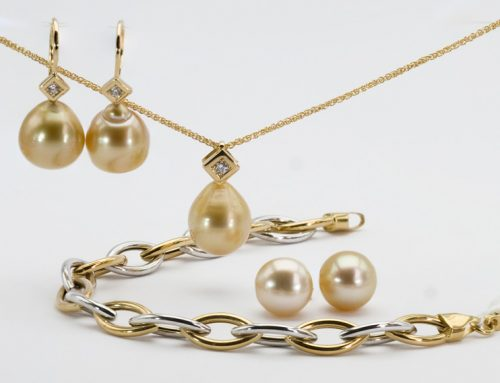 Group-with-golden-pearls-natale-2019